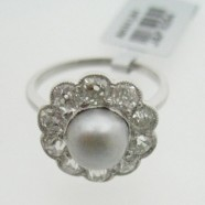 DIAMOND AND NATURAL PEARL CLUSTER RING