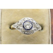 SINGLE STONE DIAMOND RING IN ORNATE MOUNT
