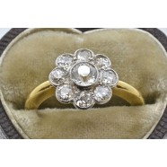 18CT GOLD DIAMOND DAISY CLUSTER RING