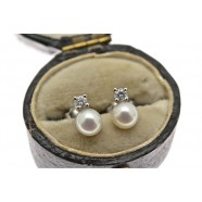 PEARL AND DIAMOND STUD EARRINGS
