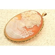 GOLD CAMEO BROOCH OR PENDANT