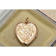 ANTIQUE GOLD HEART LOCKET