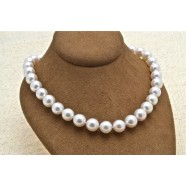 CULTURED PEARLS WITH DIAMOND CLASP