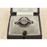 ANTIQUE DIAMOND AND CALIBRE SAPPHIRE RING