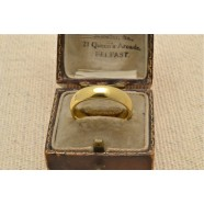 18CT GOLD BAND RING