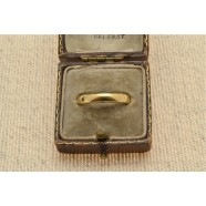 ANTIQUE 18CT GOLD BAND RING
