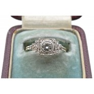 ANTIQUE SINGLE STONE DIAMOND RING